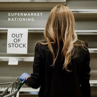 Prateleiras vazias devido ao pânico nas compras em um supermercado