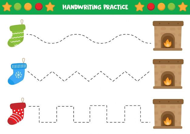 Prática de caligrafia com meias e lareira.