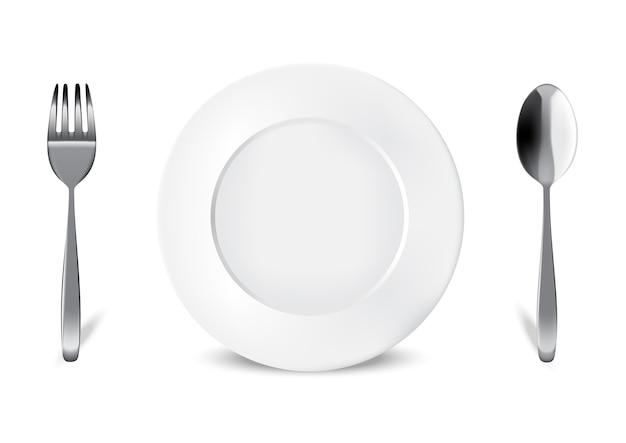 Prato branco realista ou prato, colher de metal e garfo para alimentos