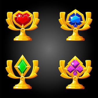 Prêmios de ouro de pôquer com naipes de cartas para jogar.