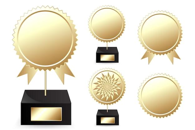 Prêmios de ouro, isolados no branco