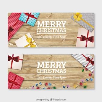 Presentes do natal em um fundo de madeira banners