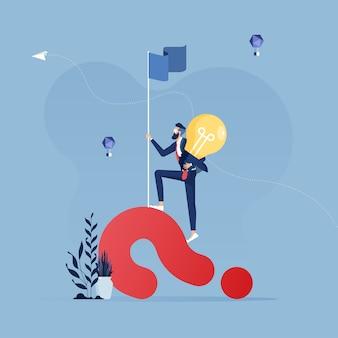 Problema solução conceito-empresário, tendo uma idéia com a lâmpada, resolvendo um problema