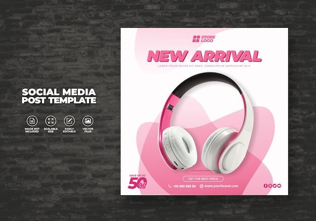 Produto da marca de auscultadores sem fio cor-de-rosa moderno e elegante para banner de modelos de mídia social