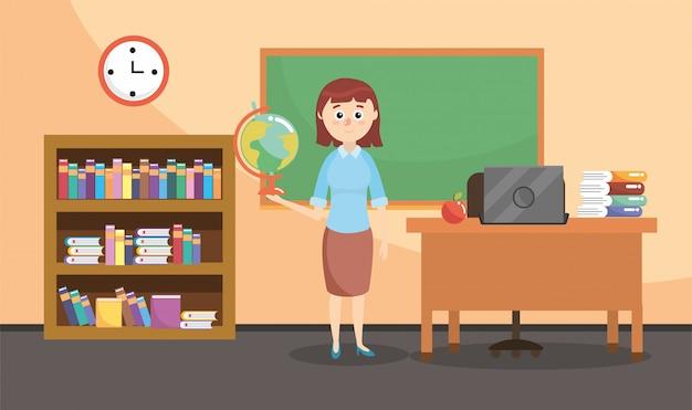 Professor de educação em sala de aula com estante e secretária