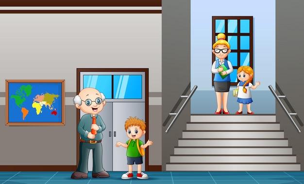 Professor, e, estudante, andar, em, escola, corredor