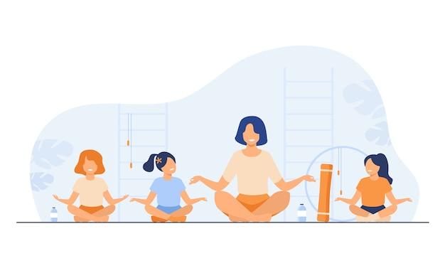 Professor e filhos sentados em ilustração vetorial plana isolada de pose de ioga. instrutor de desenho animado e crianças fazendo exercícios no ginásio.
