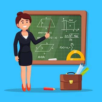 Professor em pé, aponta para o quadro-negro com fórmulas em sala de aula. educação universitária ou escolar