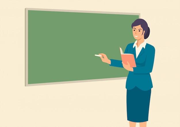 Professor ensinando em frente à sala de aula