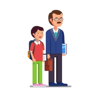 Professor escolar em pé com seu filho ou aluno