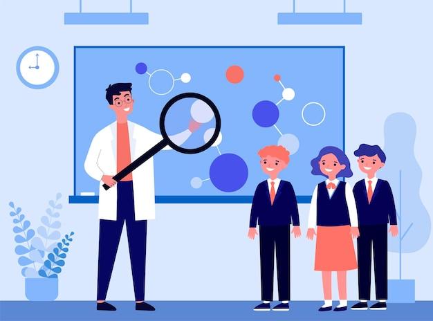 Professor experiente explicando química para crianças. lupa, aluno, ilustração em vetor plana escolar