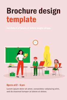 Professor pedindo aluno em classe. lição, crianças de uniforme, ilustração plana de sala de aula. de volta às aulas, educação, conceito de ensino