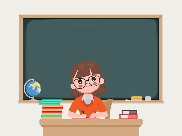 Professor sentado na sala de aula com quadro-negro