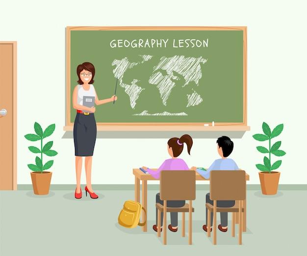Professora com ponteiro mostrando continentes na lousa