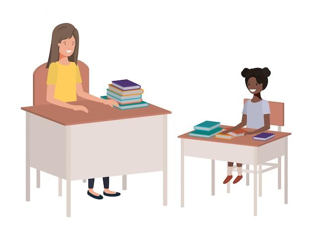 Professora na sala de aula com o aluno