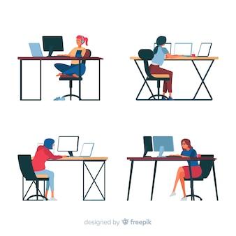 Programadores trabalhando na mesa