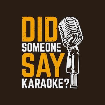 Projeto da camiseta alguém disse karaokê? com microfone e ilustração vintage de fundo marrom