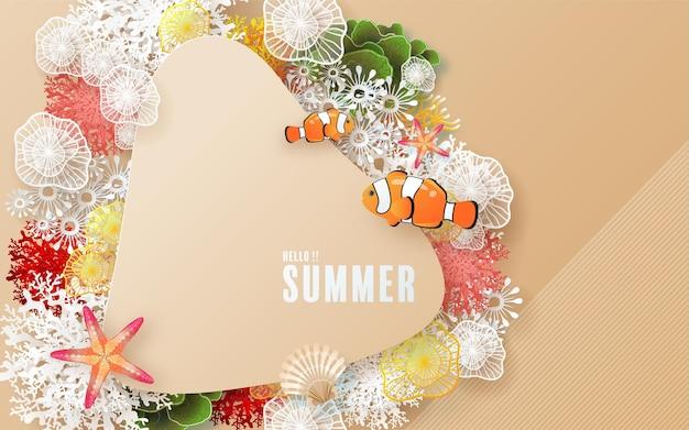 Projeto de férias de verão com praia colorida sob os peixes de coral de areia do mar