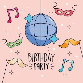 Projeto de festa de aniversário com bola de discoteca e adereços de festa sobre fundo rosa