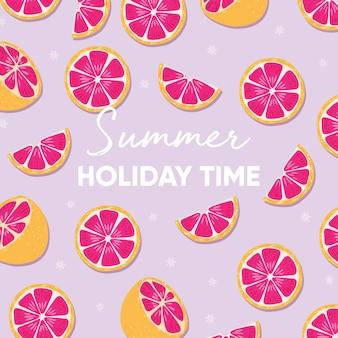 Projeto de frutas com slogan de tipografia de horário de verão e toranja fresca sobre fundo roxo claro.