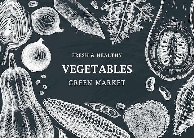 Projeto de moldura de vetor de festival de colheita no quadro-negro vegetais ervas cogumelos pano de fundo com elementos esboçados modelo de banner de ingredientes de alimentos saudáveis para receitas