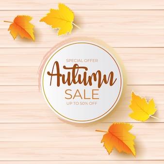 Projeto de promoção de venda de outono com folhas sobre uma placa de madeira