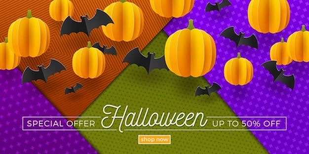 Projeto de venda de halloween. banner de promoção com morcegos de papel e abóboras.