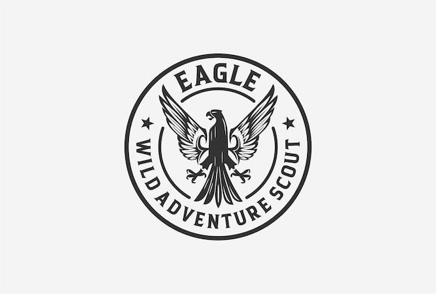 Projeto do logotipo do emblema da águia com cor branca preta.