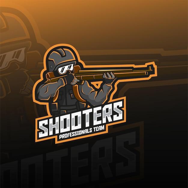 Projeto do logotipo do mascote do soldado atiradores esport. soldado segurando o design do logotipo da arma esport.