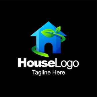 Projeto do modelo gradiente do logotipo da casa verde