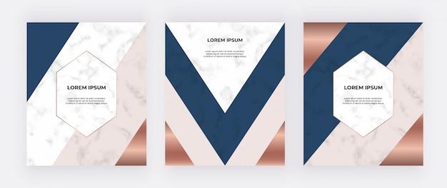 Projeto geométrico com triângulos rosa, azuis e dourados sobre a textura de mármore.