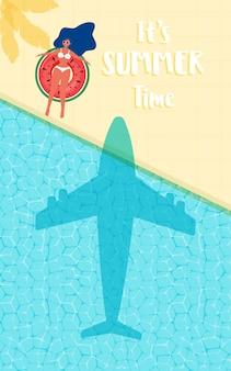 Projeto quente da propaganda da venda das horas de verão com a menina no anel de borracha na piscina.