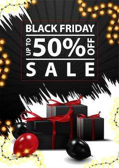Promoção da black friday, com até 50% de desconto, banner vertical preto e branco com descontos em formas abstratas irregulares, presentes pretos e balões