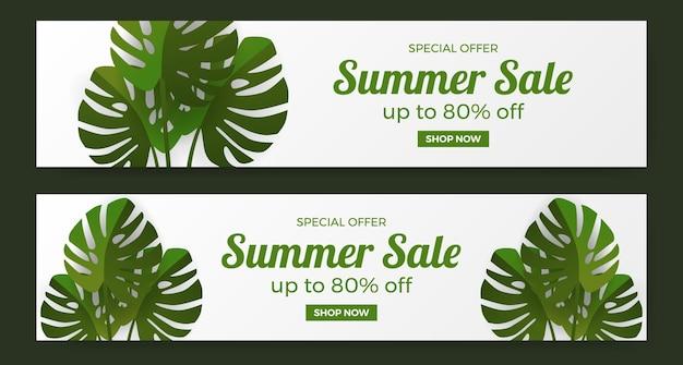 Promoção de banner de oferta de liquidação de verão com folhas tropicais verdes