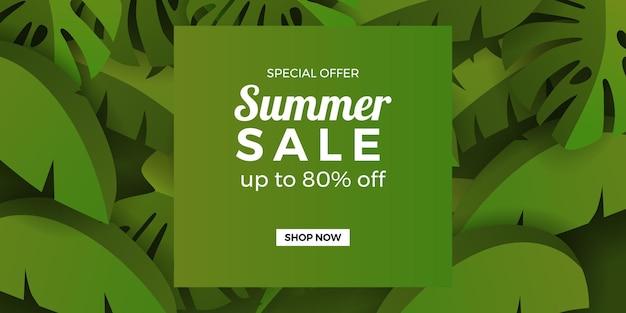 Promoção de banner de oferta de liquidação de verão com folhas verdes tropicais