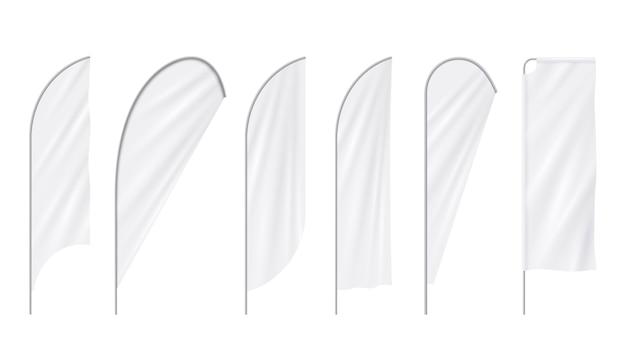 Publicidade realista praia em branco branco bandeiras