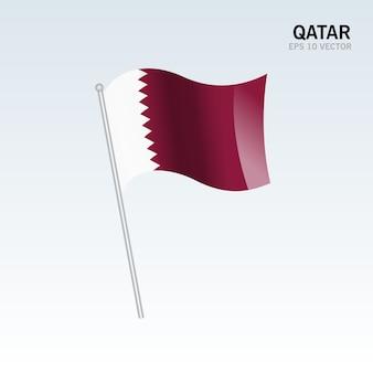 Qatar acenando bandeira isolada em fundo cinza