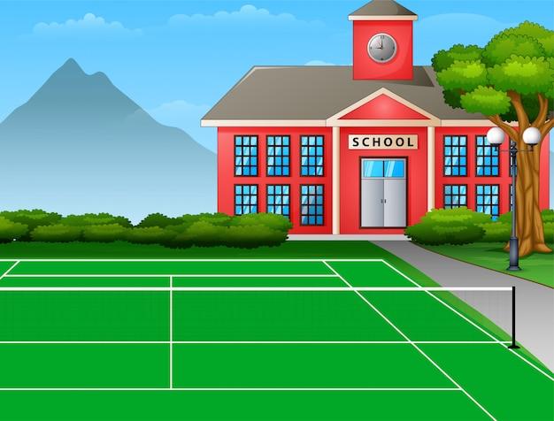 Quadra de tênis ao ar livre com o prédio da escola