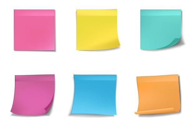 Quadrados de papel colorido para anotações.