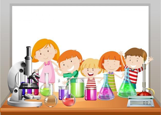 Quadro com crianças e laboratório