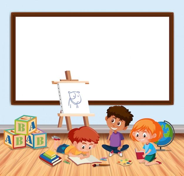 Quadro com placa e crianças em sala de aula