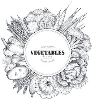 Quadro com vegetais de fazenda de vetor desenhado à mão em estilo de desenho composição de borda redonda