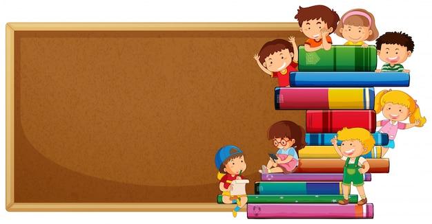 Quadro de cortiça com banner de crianças