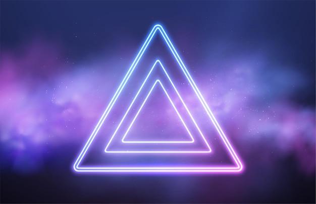 Quadro de néon de triângulo abstrato em fundo rosa de fumaça