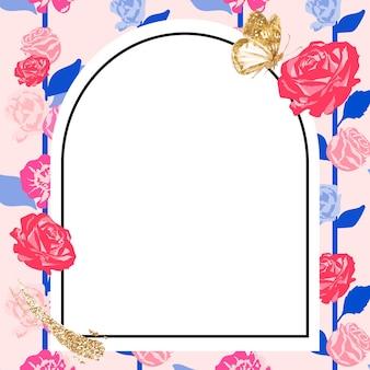 Quadro floral feminino em arco com rosas cor de rosa em fundo branco