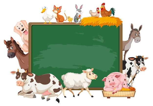 Quadro-negro vazio com vários animais de fazenda