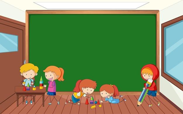 Quadro-negro vazio em cena de sala de aula com muitas crianças doodle personagem de desenho animado