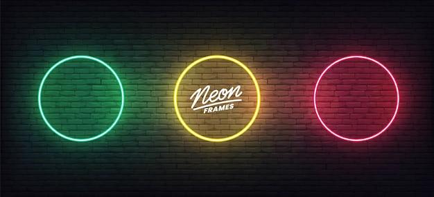 Quadros de néon. conjunto de modelos de círculos brilhantes coloridos