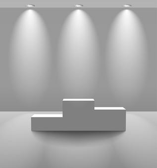 Quarto branco iluminado com pedestal
