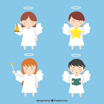 Quatro anjos bonitos com acessórios